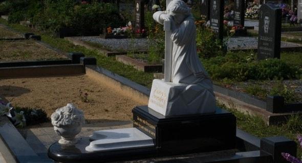 Памятники из гранита и мрамора в чем разница изготовление памятников тверь южно сахалинск