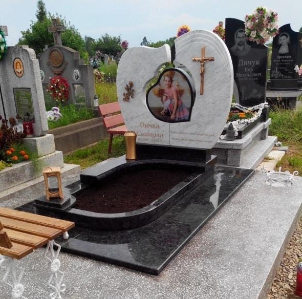 Памятник из гранита мужчине из гранита памятники на могилу цены таганрог
